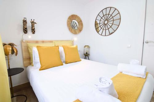 A bed or beds in a room at Letmalaga Cremades Seaside