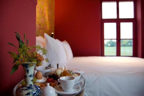A bed or beds in a room at Hoeve Beusdalshof