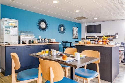 A restaurant or other place to eat at Appart'City Nantes Quais De Loire