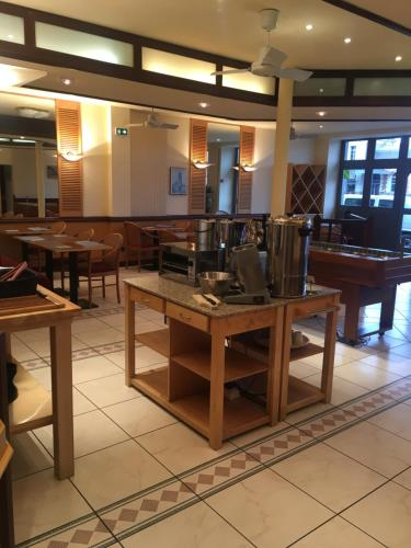 A restaurant or other place to eat at Kyriad Rodez