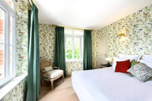 A bed or beds in a room at Domaine Saint Clair - Le Donjon