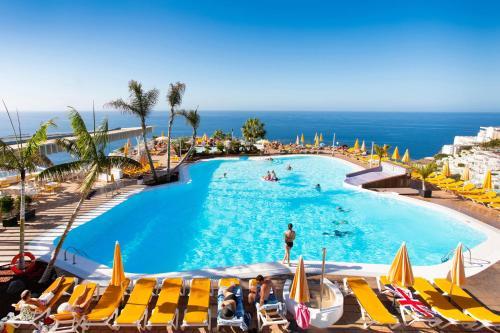 Uitzicht op het zwembad bij Hotel Riosol of in de buurt