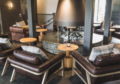 The lounge or bar area at Gibbston Valley Lodge and Spa