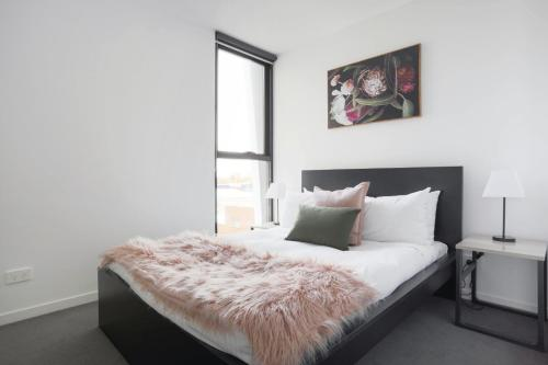 A bed or beds in a room at BHB Designer Collingwood