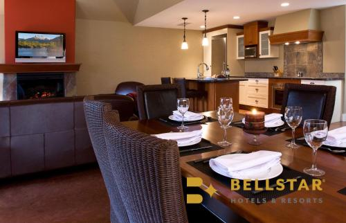 A restaurant or other place to eat at Solara Resort - Bellstar Hotels & Resorts