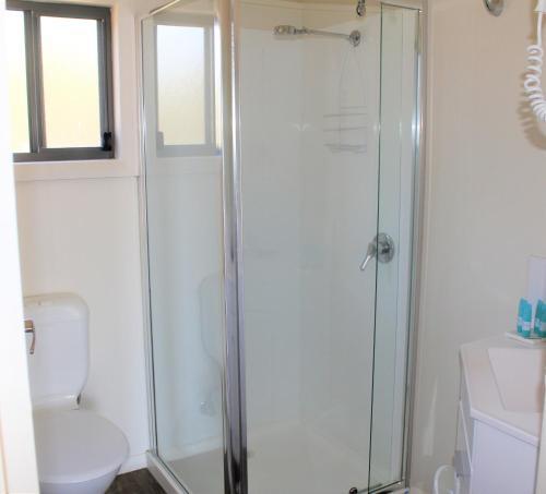 A bathroom at BIG4 Hobart Airport Tourist Park