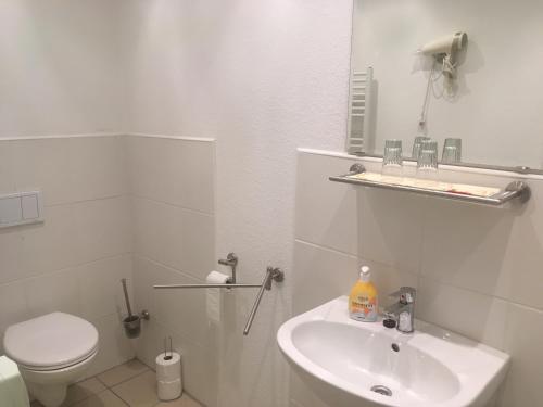 Ein Badezimmer in der Unterkunft Hotel Restaurant Müther