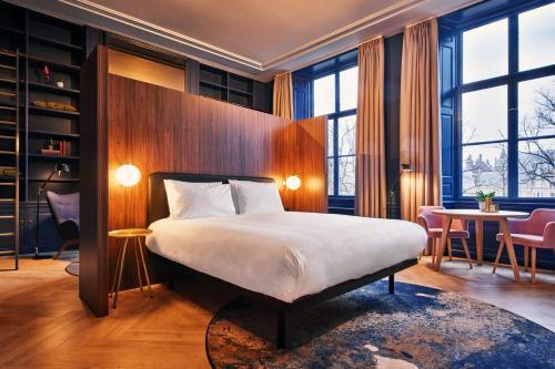 Ein Bett oder Betten in einem Zimmer der Unterkunft Staybridge Suites The Hague - Parliament, an IHG Hotel