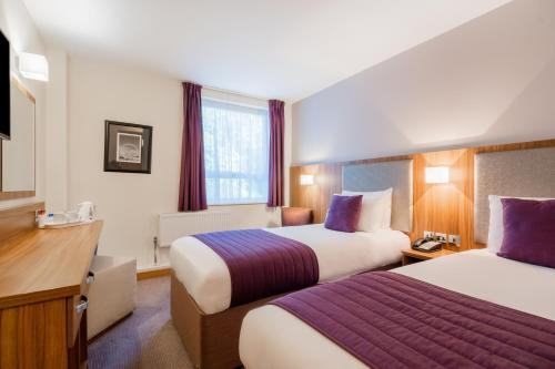 A bed or beds in a room at Quality Hotel Hampstead