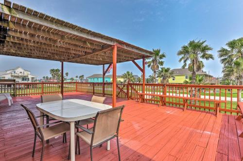 A balcony or terrace at Surfside Beach Home with Large Deck, 1 Block to Beach