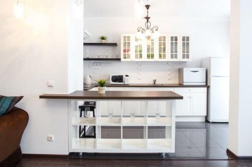 Кухня или мини-кухня в Апарт-отель Даудель Тюмень Центр