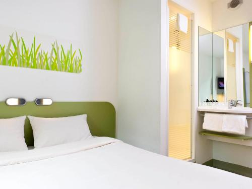 Un ou plusieurs lits dans un hébergement de l'établissement ibis budget Hotel Brussels Airport