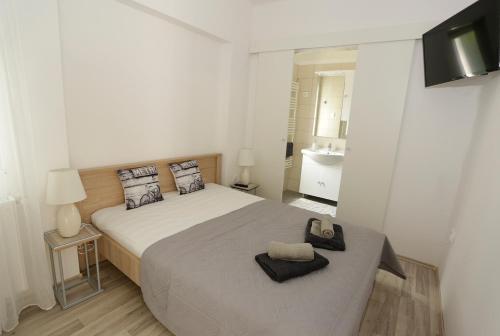 A bed or beds in a room at Szitakötő Vendégház