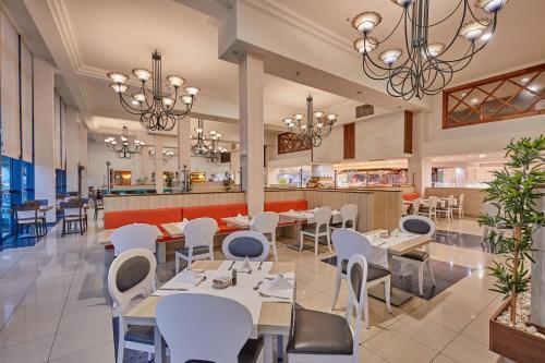 Een restaurant of ander eetgelegenheid bij Sandos Papagayo
