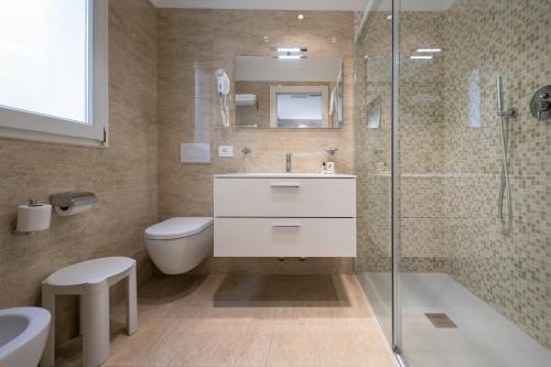 Koupelna v ubytování International Beach Hotel