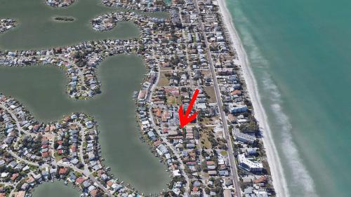 A bird's-eye view of 3 Bedroom, Pool, Spa, Renovated Beach House