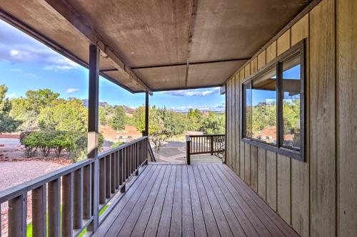 A balcony or terrace at West Sedona House with Deck - Mins to Uptown!