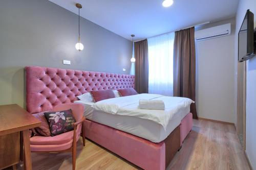 Кровать или кровати в номере Boutique Hotel St Georgije