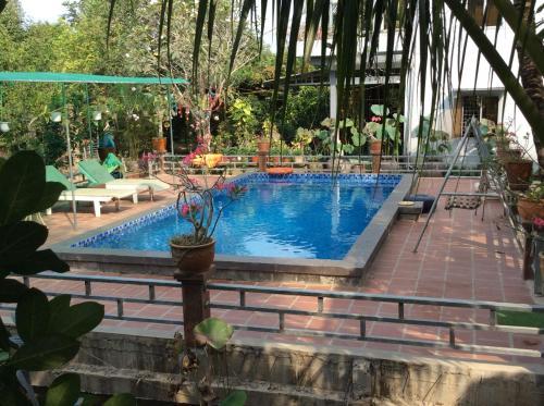 Hồ bơi trong/gần Quoc Phuong Riverside Homestay