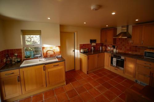 A kitchen or kitchenette at Nant Cottage