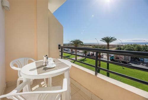 Un balcón o terraza de beach at 250 m, ocean view, 2 bedrooms, Wi-Fi