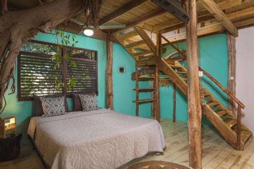 Een bed of bedden in een kamer bij Mondi Lodge