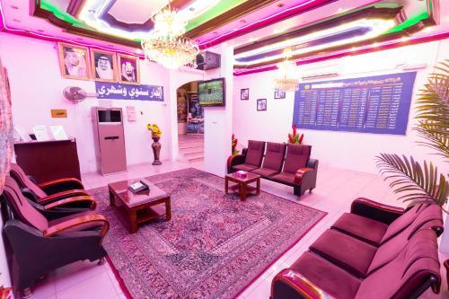 O saguão ou recepção de Al Eairy Apartments - Jeddah 5