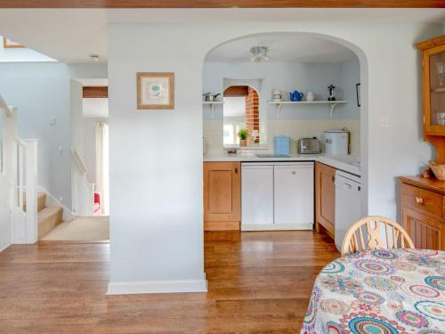A kitchen or kitchenette at The Tack Room