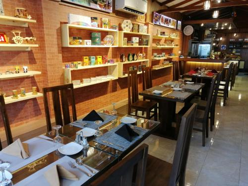 A restaurant or other place to eat at Diva Villa Airport Transit Hotel