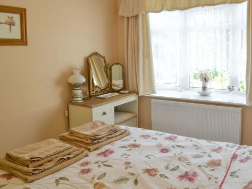 A bed or beds in a room at Little Annexe