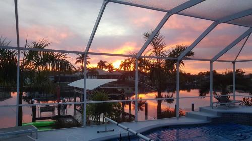 Blick auf den Sonnenuntergang/Sonnenaufgang von der Villa aus oder aus der Nähe