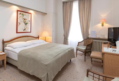A bed or beds in a room at Grand Hotel Cravat