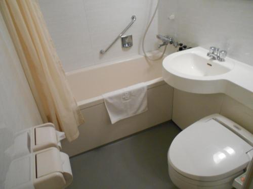 Kamar mandi di Dormy Inn Asahikawa