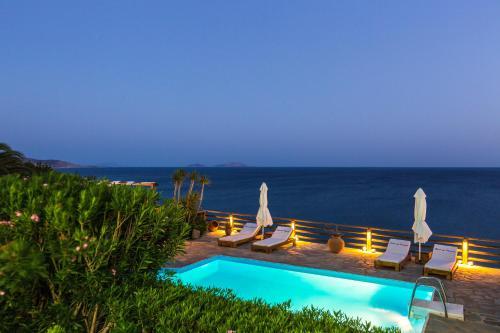 Θέα της πισίνας από το Βίλα Χρύσα ή από εκεί κοντά