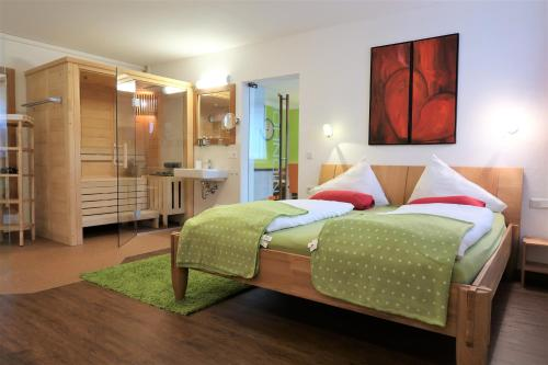 Ein Bett oder Betten in einem Zimmer der Unterkunft Ferienwohnung Simonhof