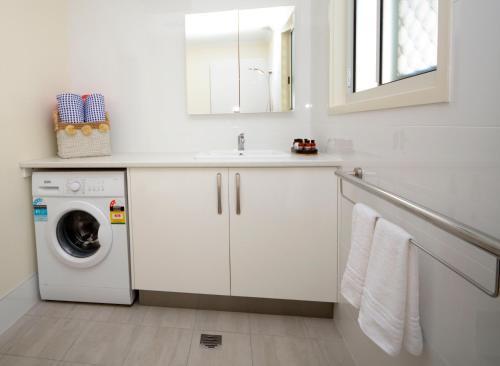 A kitchen or kitchenette at 545 Esplanade