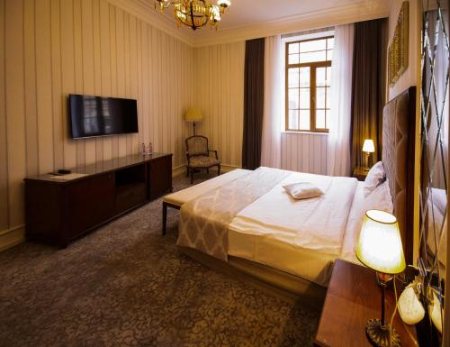 A bed or beds in a room at Sapphire City Hotel