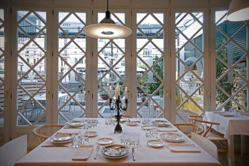 A restaurant or other place to eat at Ca La Maria Boutique Coliving