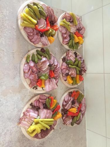 Jedzenie w gospodarstwie agroturystycznym lub w pobliżu