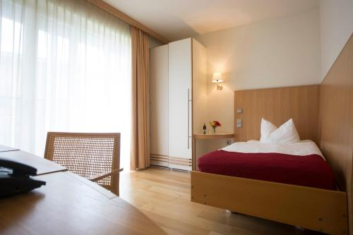 A bed or beds in a room at Seehotel Rheinsberg
