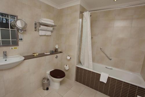 A bathroom at Farington Lodge Hotel