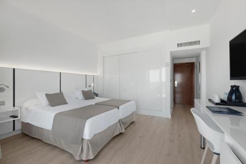 Un ou plusieurs lits dans un hébergement de l'établissement THB El Cid - Adults Only