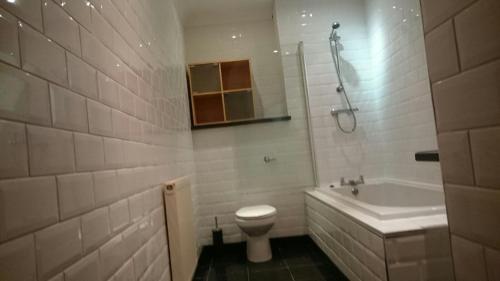 A bathroom at Alexandra Heights 2 Bedroom Apartment