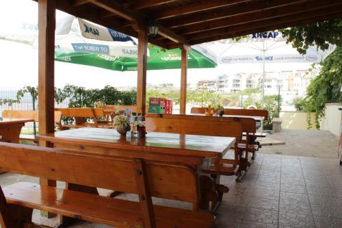 Ресторант или друго място за хранене в Семеен хотел Барекс