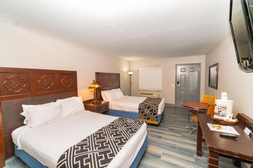 A bed or beds in a room at Sunshine Inn