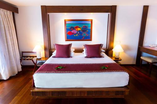 A bed or beds in a room at Manava Beach Resort & Spa Moorea