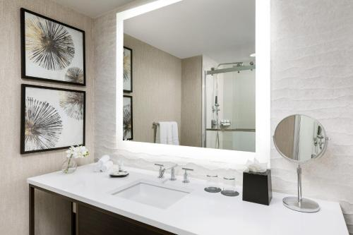 A bathroom at The Westin New Orleans