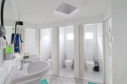 A bathroom at OYO 552 Hab40 Hostel