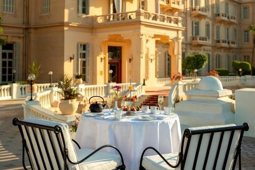 Ein Restaurant oder anderes Speiselokal in der Unterkunft Sofitel Winter Palace Luxor