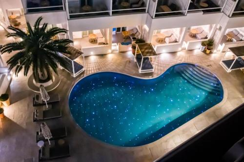 Výhled na bazén z ubytování Mykonos Ammos Hotel - Small Luxury Hotels of the World nebo okolí